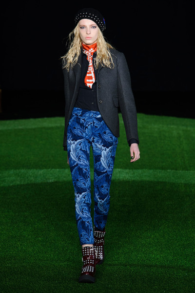 Marc by Marc Jacobs at New York Fall 2015 [clothing,fashion,runway,green,blue,fashion show,fashion model,trousers,fashion design,electric blue,supermodel,marc by marc jacobs,daria werbowy,fashion,fashion design,runway,fashion week,model,new york fashion week,fashion show,daria werbowy,runway,fashion show,fashion,fashion week,supermodel,fashion design,model,paris fashion week,ready-to-wear]