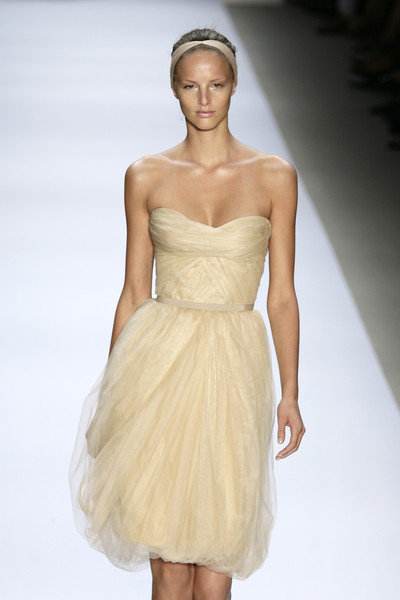 Monique Lhuillier at New York Spring 2008 [fashion model,clothing,dress,fashion show,fashion,gown,wedding dress,shoulder,cocktail dress,strapless dress,cocktail dress,dress,monique lhuillier,wedding dress,fashion,bridesmaid dress,clothing,runway,new york fashion week,fashion show,monique lhuillier,wedding dress,fashion,dress,runway,clothing,bridesmaid dress,cocktail dress,haute couture,fashion show]