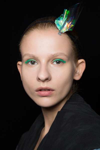 Monique Lhuillier at New York Spring 2016 (Backstage) [face,hair,forehead,eyebrow,head,lip,green,beauty,hairstyle,chin,monique lhuillier,forehead,fashion,hair,lips,face,beauty,lip,hairstyle,new york fashion week,forehead,fashion,lips,beauty.m]