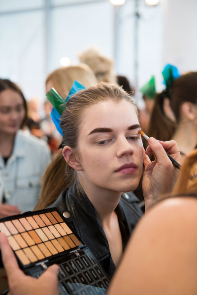 Monique Lhuillier at New York Spring 2017 (Backstage) [fun,event,student,crowd,student,monique lhuillier,crowd,fashion,fun,beauty.m,new york fashion week,event,fashion,beauty.m]