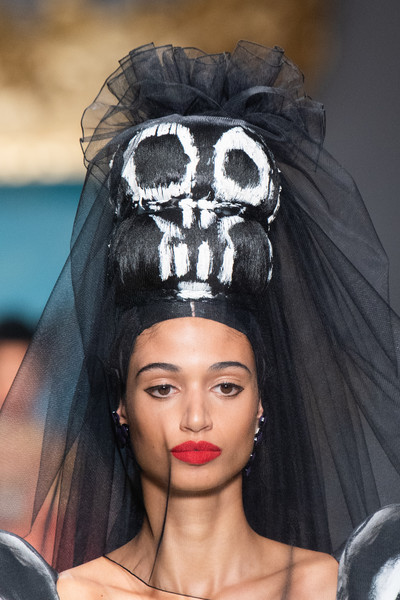 Moschino at Milan Spring 2020 (Details)