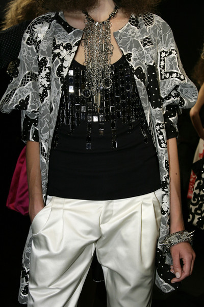 Naeem Khan at New York Spring 2010 (Details)