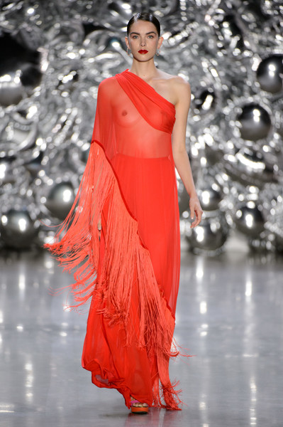 Naeem Khan at New York Spring 2019 [fashion model,fashion,clothing,fashion show,dress,shoulder,haute couture,gown,red,formal wear,dress,naeem khan,fashion,fashion week,runway,clothing,new york,new york fashion week,fashion show,los angeles fashion week,new york,2018 new york fashion week,los angeles fashion week,fashion show,fashion week,runway,fashion,ready-to-wear,spring]
