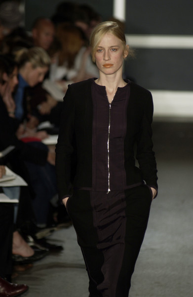 Narciso Rodriguez at New York Fall 2002 [fashion,fashion model,fashion show,runway,clothing,suit,event,haute couture,formal wear,outerwear,supermodel,socialite,narciso rodriguez,fashion,runway,haute couture,model,clothing,new york fashion week,fashion show,runway,fashion show,model,fashion,haute couture,supermodel,blazer,socialite,tuxedo,tuxedo m.]