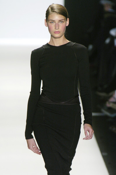 Narciso Rodriguez at New York Fall 2004 [fashion model,fashion show,fashion,runway,clothing,neck,dress,shoulder,human,haute couture,dress,supermodel,socialite,narciso rodriguez,fashion,runway,haute couture,model,new york fashion week,fashion show,runway,fashion show,litex \u0161aty d\u00e1msk\u00e9 s k\u0159id\u00e9lkov\u00fdm ruk\u00e1vem. 90304901 \u010dern\u00e1 m,model,fashion,supermodel,haute couture,socialite,little black dress,dress]