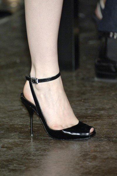 Narciso Rodriguez at New York Spring 2007 (Details) [footwear,leg,high heels,shoe,ankle,sandal,fashion,human leg,joint,foot,shoe,footwear,supermodel,narciso rodriguez,toe,runway,fashion,ankle,sandal,new york fashion week,high-heeled shoe,shoe,sandal,toe,heel m,runway,supermodel]