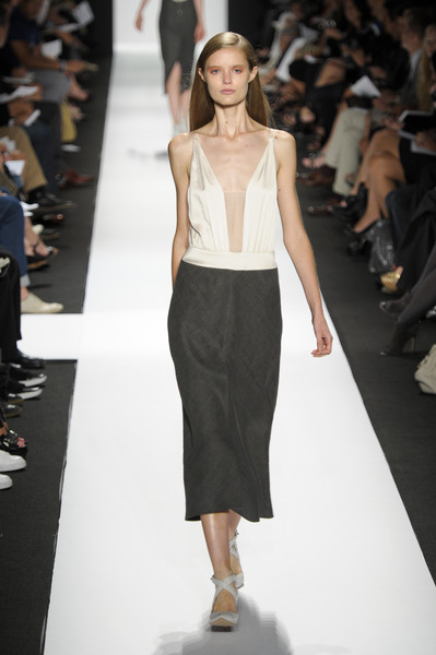 Narciso Rodriguez at New York Spring 2011 [fashion show,fashion model,fashion,runway,clothing,shoulder,waist,dress,haute couture,public event,supermodel,socialite,narciso rodriguez,fashion,haute couture,runway,model,shoulder,new york fashion week,fashion show,runway,fashion show,model,fashion,supermodel,haute couture,socialite]