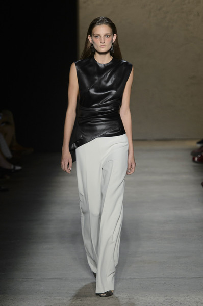 Narciso Rodriguez at New York Spring 2016 [fashion model,fashion show,fashion,runway,clothing,neck,shoulder,fashion design,waist,model,narciso rodriguez,fashion,runway,fashion week,model,clothing,neck,new york fashion week,fashion show,milan fashion week,runway,fashion show,new york fashion week,fashion,fashion week,milan fashion week,narciso rodriguez,ready-to-wear,model,haute couture]