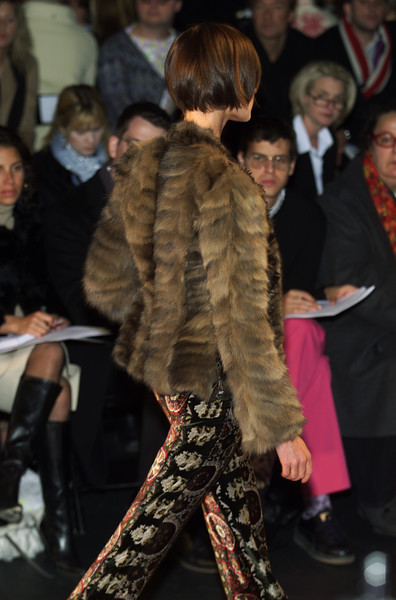Oscar de la Renta at New York Fall 2001