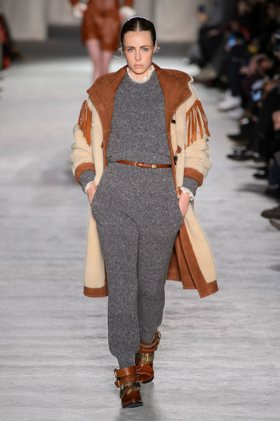 Philosophy Di Lorenzo Serafini at Milan Fall 2018 [fashion show,runway,fashion,fashion model,clothing,brown,human,public event,outerwear,footwear,philosophy di lorenzo serafini,philosophy di,human,fashion,runway,fashion week,fashion model,clothing,milan fashion week,fashion show,milan fashion week 2018,lorenzo serafini,fashion show,runway,fashion,fashion week,philosophy di lorenzo serafini - milan fashion week 2016,fashion designer,autumn]
