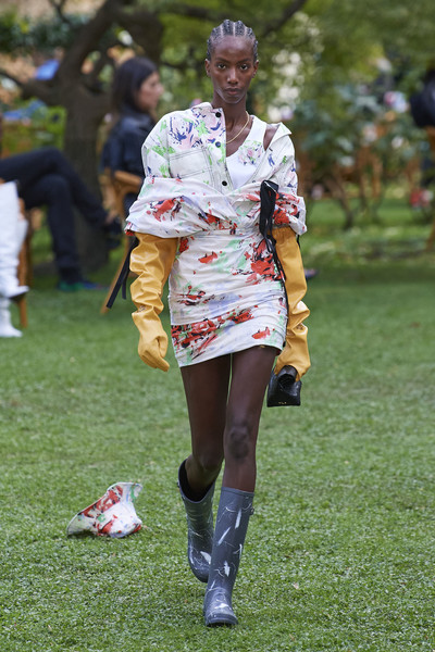 Philosophy Di Lorenzo Serafini at Milan Spring 2021 [fashion,footwear,costume,grass,street fashion,plant,recreation,competition event,human leg,shoe,philosophy di,lorenzo serafini,fashion,fashion week,street fashion,runway,model,milan fashion week,fashion show,paris fashion week,milan fashion week,fashion week,fashion show,fashion,paris fashion week,ready-to-wear,runway,model,haute couture]