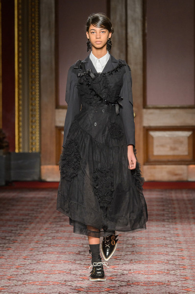 Simone Rocha at London Spring 2018 [autumn,fashion model,fashion,clothing,fashion show,runway,overcoat,outerwear,coat,haute couture,event,outerwear,simone rocha,runway,fashion,clothing,fashion week,coat,london fashion week,fashion show,simone rocha,runway,fashion show,fashion,london fashion week,fashion week,clothing,ready-to-wear,autumn,model]