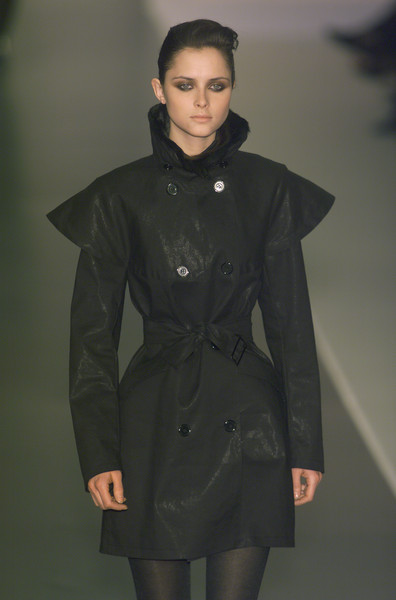 Sportmax at Milan Fall 2001 [clothing,coat,fashion,overcoat,outerwear,fashion show,fashion model,trench coat,duster,runway,father,actor,daughter,fashion,model,coat,photography,clothing,sportmax,milan fashion week,blue bloods,cbs,actor,father,photography,fathers day,model,daughter,fashion]