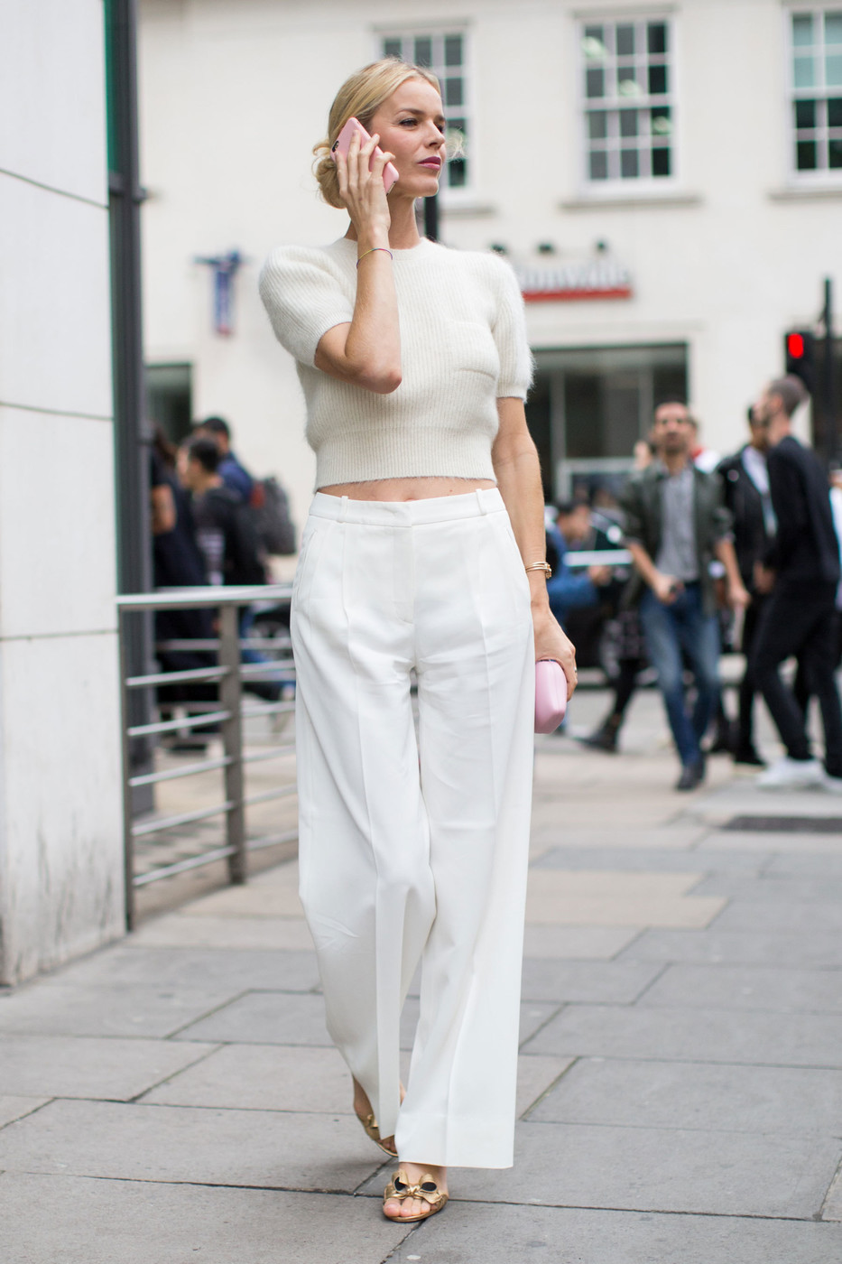 White On White The Best Street Style At London Fashion Week Spring 2017 Livingly