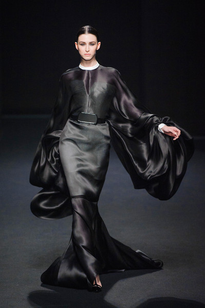 St phane rolland at couture fall 2013 livingly for Haute renaissance