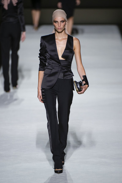 Tom Ford at New York Spring 2019 [fashion model,fashion,fashion show,runway,clothing,haute couture,human,shoulder,suit,formal wear,tom ford,joan smalls,fashion,runway,fashion week,spring,clothing,haute couture,new york fashion week,fashion show,joan smalls,2019 new york fashion week,fashion,fashion show,fashion week,spring,ready-to-wear,runway,summer]
