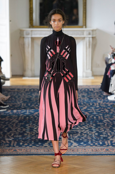 Valentino at Paris Spring 2017 [fashion,runway,fashion show,fashion model,clothing,haute couture,public event,dress,event,footwear,valentino,maria grazia chiuri,fashion,fashion week,spring,runway,clothing,haute couture,paris fashion week,fashion show,maria grazia chiuri,paris fashion week,valentino,fashion,fashion show,balenciaga,fashion week,spring]