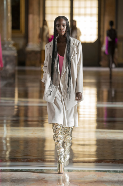 Valentino at Couture Spring 2021 [couture spring 2021,sleeve,street fashion,waist,thigh,entertainment,fashion design,performing arts,fashion model,event,human leg,outerwear,keyboard,valentino,fashion,haute couture,street fashion,sleeve,runway,waist,fashion,haute couture,outerwear / m,runway,model m keyboard,outerwear]