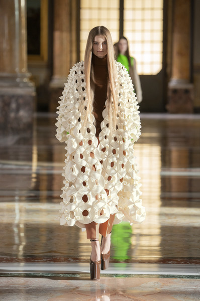 Valentino at Couture Spring 2021 [couture spring 2021,neck,sleeve,street fashion,waist,dress,fashion design,fashion model,runway,event,fashion show,outerwear,keyboard,valentino,fashion,haute couture,runway,fashion model,neck,fashion show,haute couture,fashion show,fashion,runway,fashion model,outerwear / m,model m keyboard,outerwear]