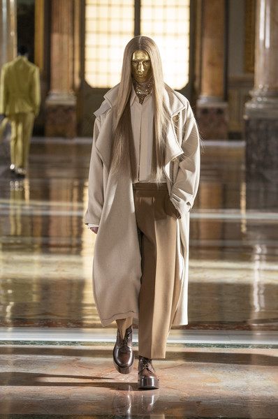 Valentino at Couture Spring 2021 [couture spring 2021,sleeve,overcoat,standing,street fashion,waist,eyewear,blazer,fashion design,knee,trench coat,keyboard,valentino,haute couture,fashion,fashion model,runway,sleeve,standing,fashion show,fashion show,haute couture,runway,fashion,fashion model,model m keyboard]