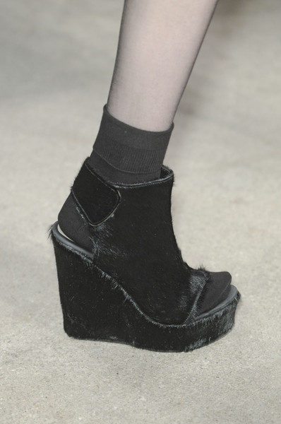 Véronique Leroy at Paris Fall 2011 (Details)
