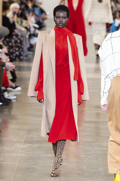Victoria Beckham at London Fall 2019 [fashion,runway,fashion show,haute couture,event,outerwear,fashion design,fashion model,dress,tradition,victoria beckham,designer,fashion,runway,fashion week,fashion design,haute couture,london fashion week,fashion show,event,victoria beckham,london fashion week,fashion,runway,fashion show,fashion week,designer,ready-to-wear,blouse,autumn]