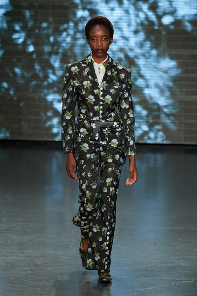 Yuhan Wang at London Spring 2022 [fashion,sleeve,military uniform,military camouflage,waist,runway,military person,non-commissioned officer,fashion design,soldier,outerwear,yuhan wang,military person,fashion,runway,haute couture,sleeve,military uniform,london fashion week,fashion show,fashion show,fashion,outerwear / m,runway,haute couture]
