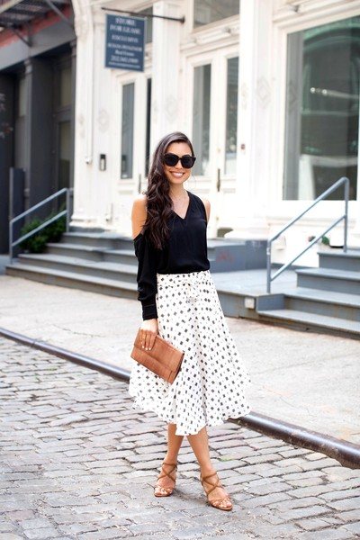 877e8ccfc1a Chic Blouse + Midi Skirt - First Date Outfits and Ideas - Livingly