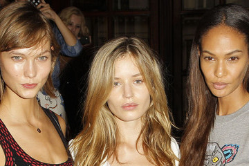 So This Is What Supermodels Wear to a Fashion Show