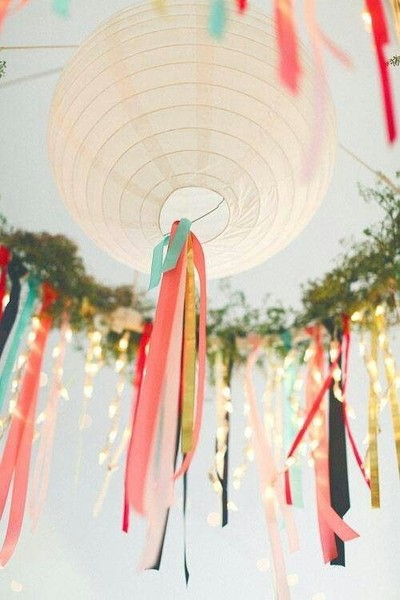 Round Paper Lanterns With Streamers