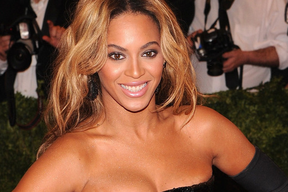 Beyonce Unleashed Her Wrath on H&M Over Campaign Photoshopping Debacle