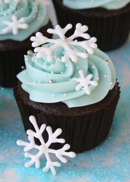Frosted Snowflake Cupcakes