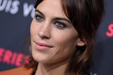 How to Master a Flawless Nude Lip Like Alexa Chung