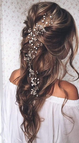Wedding hair ideas for brides who dont want an updo livingly wedding hair ideas for brides who dont want an updo junglespirit Image collections