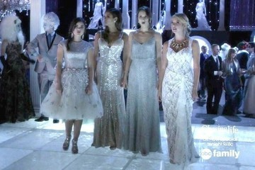 How to Steal the Exact Holiday Looks of 'Pretty Little Liars'