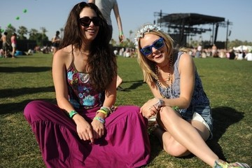 AnnaSophia Robb & Chloe Bridges' Cute Coachella Looks