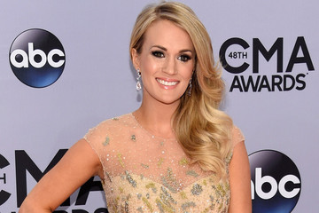 "Carrie Underwood On Doing Her Own Hair and Makeup: ""It's Almost Therapeutic!"""
