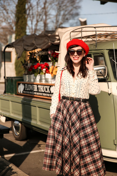 In vintage style with a plaid circle skirt and button-up.