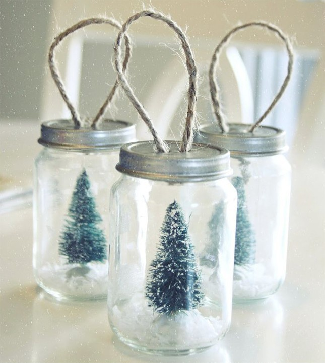 mason jar snow globe ornaments diy holiday decor ideas livingly. Black Bedroom Furniture Sets. Home Design Ideas