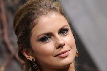 Red Carpet Ready: Get Rose McIver's Red Carpet Look