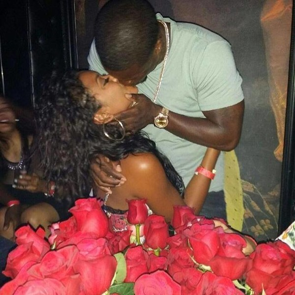 Kevin Hart suprised Eniko Parrish with 1,000 roses in a club.
