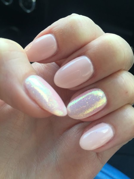 Pearly pretty pink these pretty pastel nails are perfect - Nageldesign beige gold ...