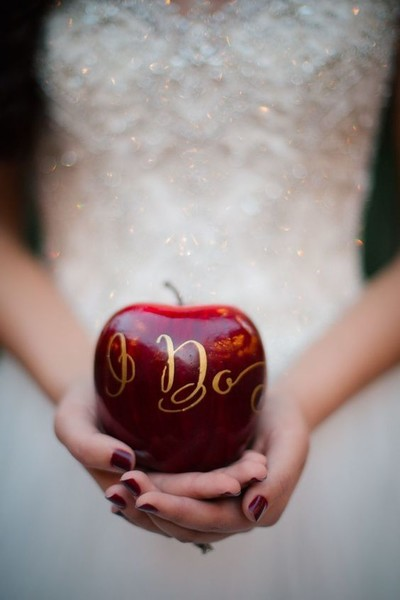 Sweetly \'Snow White\' - The Most Creative Themed Wedding Ideas - Livingly