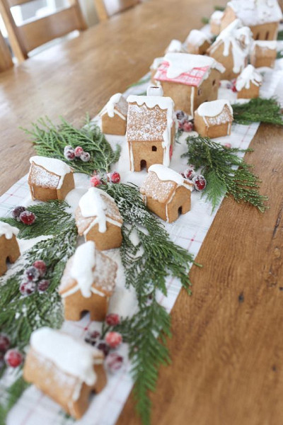 Gingerbread House Centerpiece Table Runner
