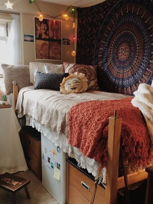 Boho babe diy ideas that 39 ll make your dorm room feel for Dorm room decor quiz