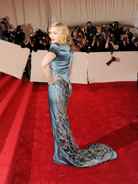 Working The Red Carpet At The 2011 Met Gala In Silk Stella McCartney