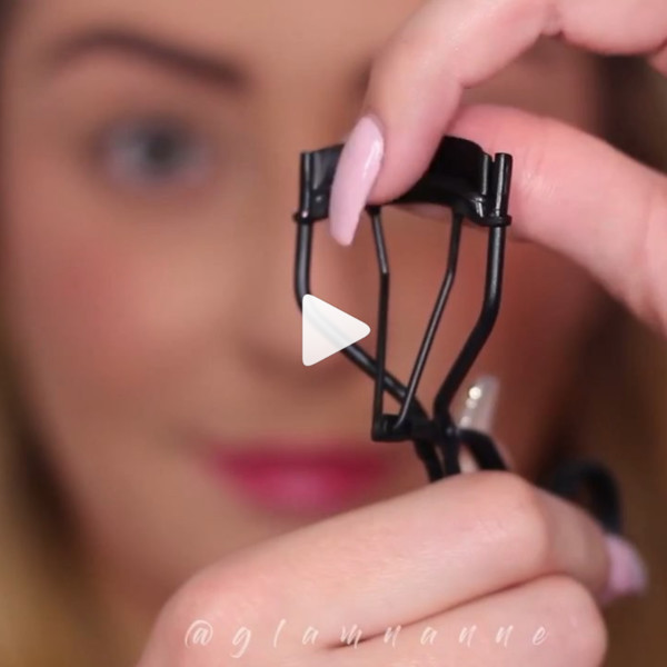 Zap Your Eyelash Curler With A Blowdryer