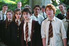 This 'Harry Potter' Fan Theory About Hogwarts' Small Class Size Is Super Depressing