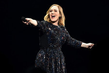 Adele Helps a Couple Get Engaged and Then Graciously Offers to Be Their Surrogate