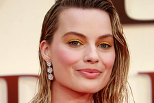 The Most Mesmerizing Celebrity Bright Eyeshadow Looks